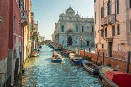 Venedik'te tekerlekli bavul yasağı