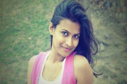 Hindistan'da bir genç kız, tacizciyi karakola teslim etti