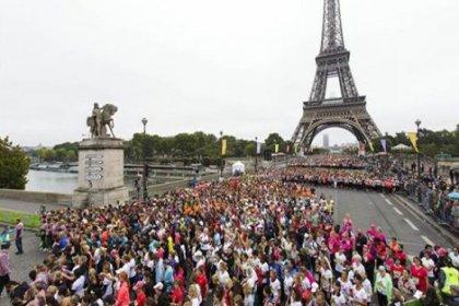 Paris'te meme kanserine destek koşusu