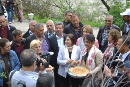 Selvi Kılıçdaroğlu, Tunceli'de ilk ziyaretini Ana Fatma'ya yaptı