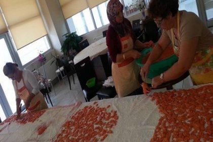 Somalı mağdur kadınlar doğal ürünler hazırlayıp satıyor