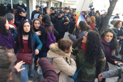 Ankara'da kadınların eylemine polis müdahalesi