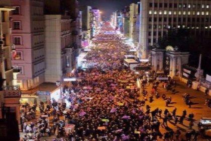 Kadınlar ''Feminist Gece Yürüyüşü'' için Taksim'de