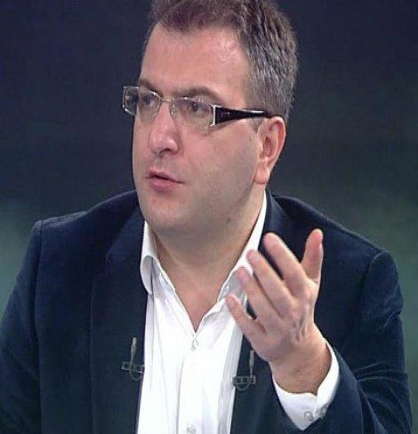AKP'den Cem Küçük'e ilk darbe geldi