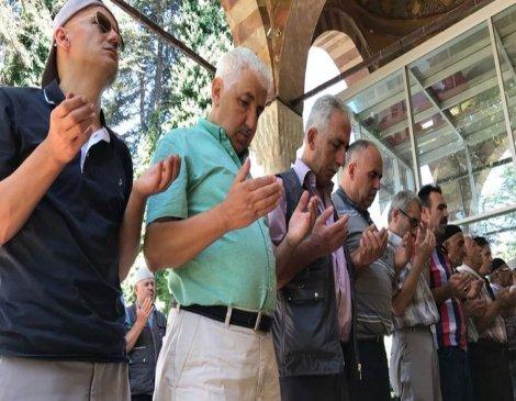Bilecik'te orman yangınını durdurmak için yağmur duasına başladılar