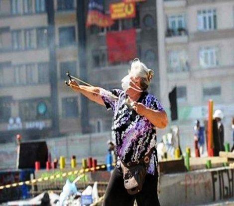 Gezi protestolarının 'sapanlı teyze'si tutuklandı