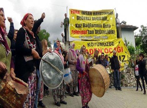 Köylülerin davullu, tenekeli protestosu, ÇED toplantısını iptal ettirdi