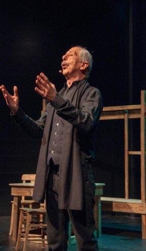 Marangoz ustalarından tiyatroya 'dekor' desteği