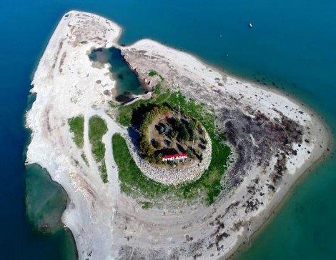Sular çekilince Sevgi Adası'nın yolu ortaya çıktı