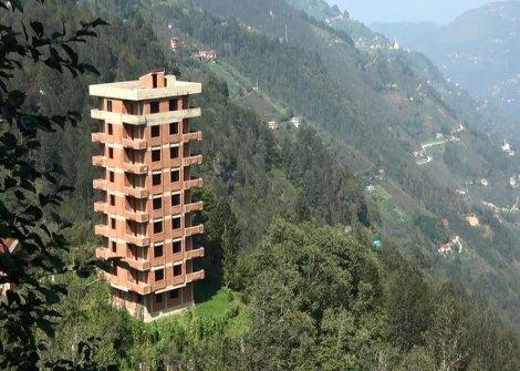 Sürmene'deki 'o' binanın sahibi konuştu: Bize göre hoş bir binadır