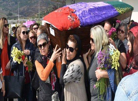 Töre kurbanı Safiye Karakoç'u son yolculuğuna kadınlar uğurladı