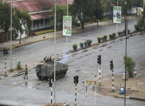 Zimbabve Devlet Başkanı Mugabe, ordu tarafından gözaltına alındı