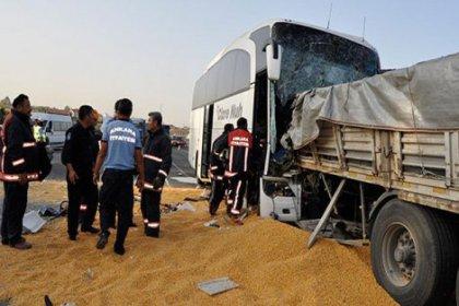 Ankara'da yolcu otobüsü TIR'a çarptı: 3 ölü çok sayıda yaralı var