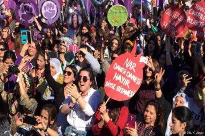Binlerce kadın 8 Mart için Bakırköy'de bir araya geldi