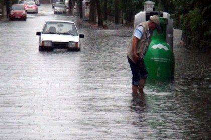 Edirne'de cadde ve sokaklar göle döndü