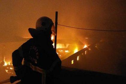 Gaziantep'te dev fabrika alev alev yanıyor