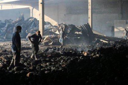 Gaziantep'te yanan iplik fabrikasında İşçiler kazma-kürek patronlarını arıyorlar