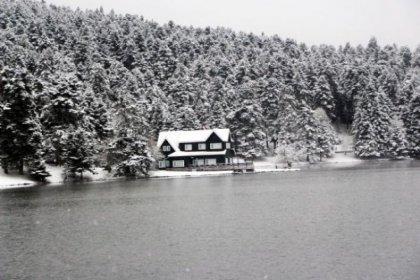 Gölcük Tabiat Parkı'ndan eşsiz kar manzarası