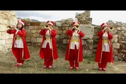 Kadın Mehteran'lardan hayran bırakan İzmir Marşı