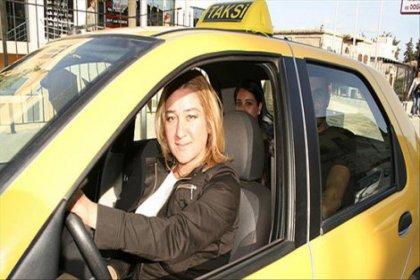 Kadın taksiciler trafikte: Makyajımızı da yaparız, taksi şoförlüğü de yaparız