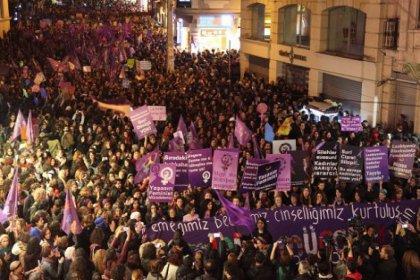 Kadınlar alanlarda: Feminist gece yürüyüşü saat 19:30'da