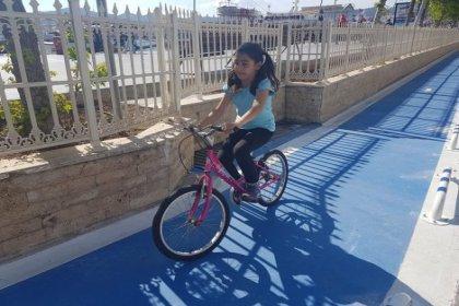 Kordon Caddesi'nde bisiklet keyfi