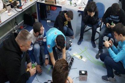 Kuyu'yu kurtarmak için 'robotik kol' geliştiren öğrenciler Stanford'a davet edildi