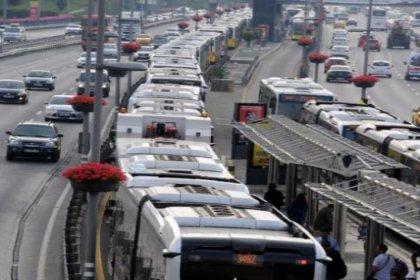 Metrobüs arızalandı, kuyruk oluştu