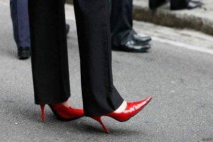 Topuklu ayakkabı giymediği için işten atılan kadının mücadelesi