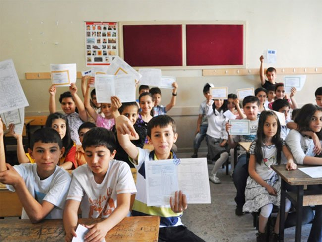 18 milyon öğrenci için karne zili bugün çalıyor