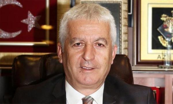 AKP'liler, AKP'li belediye başkanını yolsuzlukla suçladı