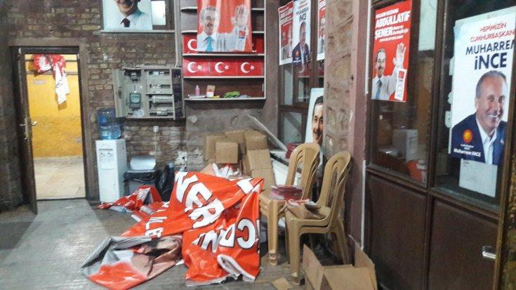 AKP'liler Konya'da CHP'nin Seçim Koordinasyon Merkezini'ne saldırdı, 3 CHP'liyi yaraladı