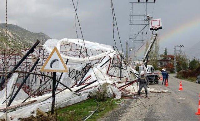 Anamur'u hortum ve fırtına vurdu, seralarda milyonlarca liralık hasar oluştu
