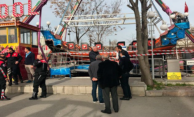 Ankara'da lunaparkta gondolun kolu koptu