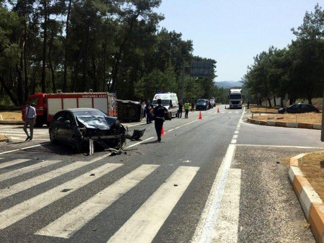 Antalya'da minibüsle otobüs çarpıştı: 4 ölü 5 yaralı