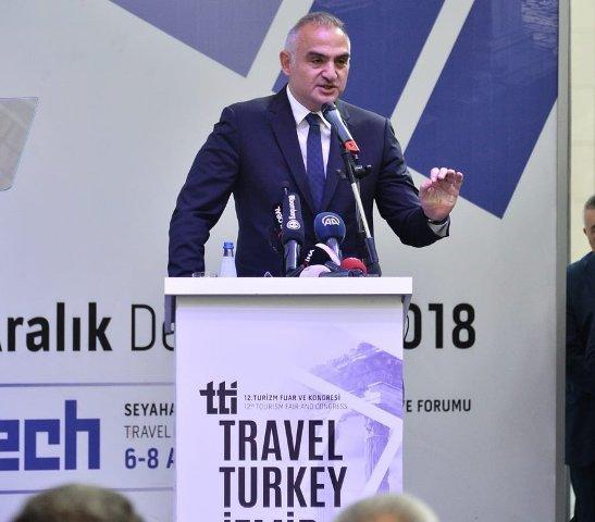 Bakan Ersoy'dan turizmcilere: Fiyatları arttırın