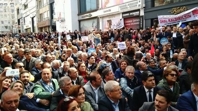 CHP, 16 Nisan Referandumu'nun yıl dönümünde Taksim'de oturma eylemi düzenledi