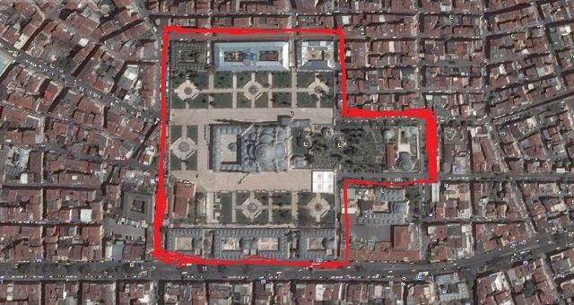 CHP'li Merter: Fatih Camii restore edilirken avludaki asırlık çınar ve servi ağaçları kesilip, betondan bir çöl yaratıldı!