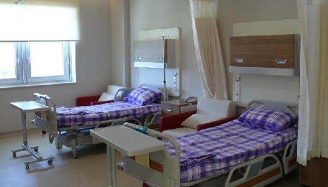Evinde tadilat yapılan başhekime 'ailesiyle birlikte hastanede özel odada kaldığı' iddiasıyla soruşturma açıldı