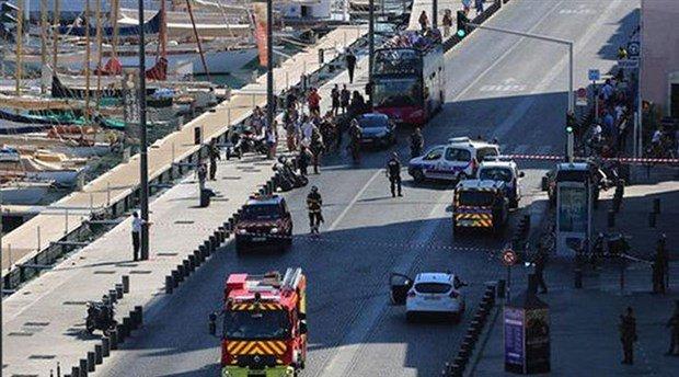 Fransa'da bir araç kalabalığın arasına daldı: 2 yaralı