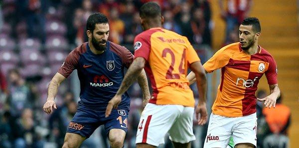 Galatasaray, Erdoğan'ın 'destek verin' dediği Başakşehir'i 2-0 yendi, 'Mustafa Kemal'in askerleriyiz' sloganıyla uğurladı