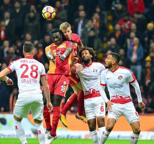 Galatasaray, Antalyaspor'u 3-0 yendi