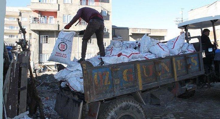 Hakkari'de kömür diye dağıtılan çuvallardan taş çıktı