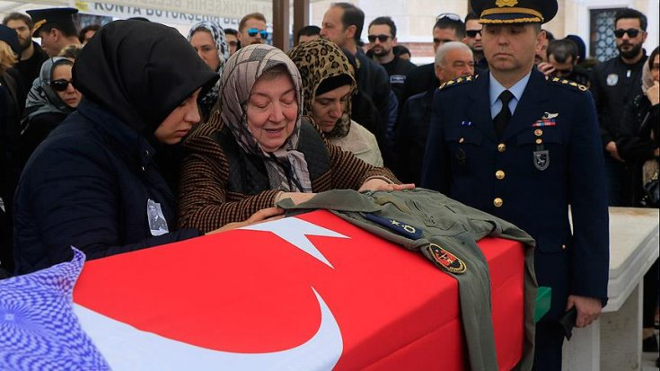 İran'da düşen jetin kaptan pilotu Melike Kuvvet Konya'da toprağa verildi