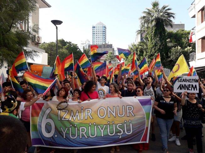 İzmir'de 6. Onur Yürüyüşü