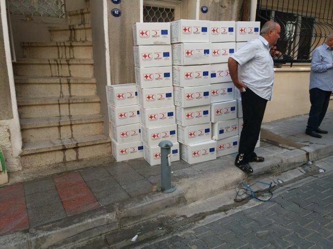 """""""Kızılay ve AB amblemli 200 adet yardım kolisi seçimlerde oy devşirmek için mi kullanılıyor?"""""""
