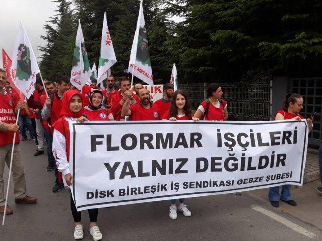 Metal işçilerinden, sendikal hakları için direnen Flormar işçilerine dayanışma ziyareti: 'Gün, Dayanışma Günü'dür!'