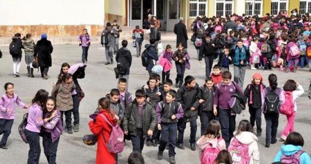 Okulların kapısı AKP'ye açıldı