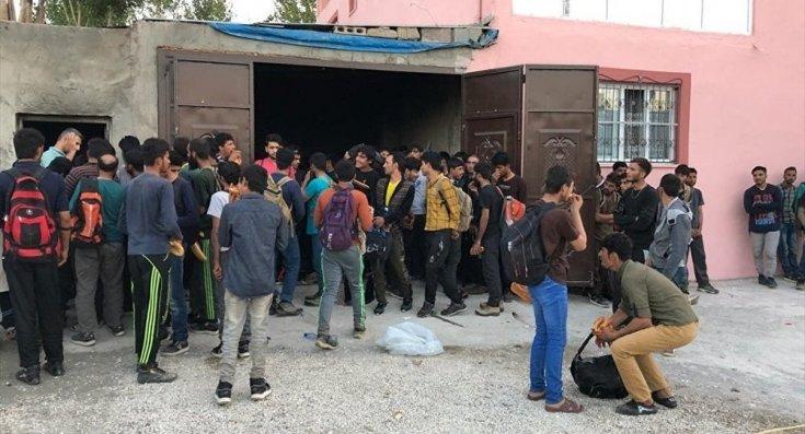 Van'da bir evde 244 göçmen yakalandı