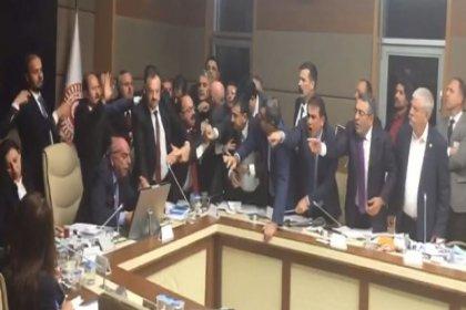 27 saatte 44 maddenin 5'i kabul edildi, AKP'nin sağlık alanında düzenlemeler içeren teklifinde Anayasa'ya aykırı hak ihlalleri damga vurdu
